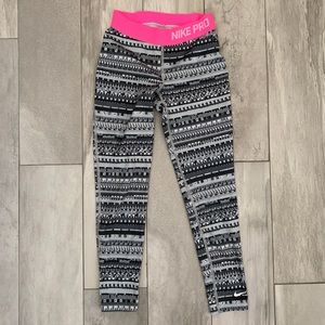 Nike Pro Girls' Leggings (Small)
